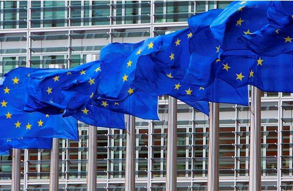 Unione Europea: energie rinnovabili al 32% al 2030