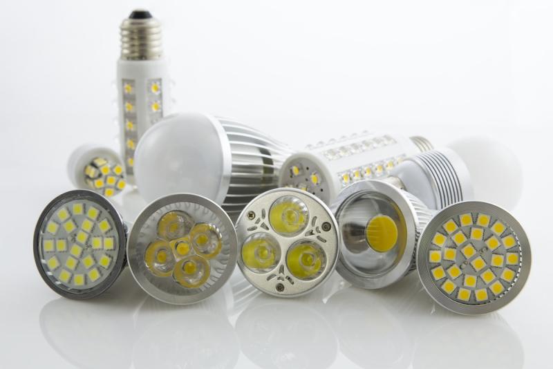 Sostituire le vecchie lampade con i led il risparmio economico